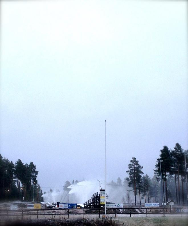 Snökanoner på Älvdalens skidstadion 7 november 2014